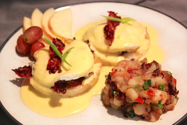 Schmacon Eggs Benedict Florentine